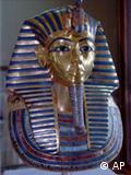 القناع الذهبي للفرعون الصغير توت عنخ امون احد القطع الاثرية التي تشير الي عظمة الحضارة المصرية