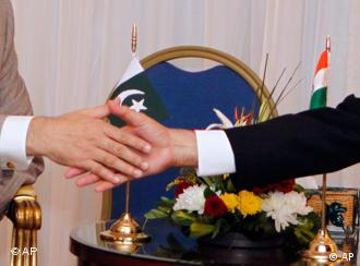 India's PM Singh, right, shakes hands with Pakistan's PM Gilani during their meeting in Egypt
