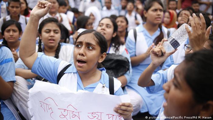 Bangladesch Dhaka - Proteste nachdem zwei Studenten bei Straßenunfällen starben (picture-alliance/Pacific Press/Md M. Hasan)