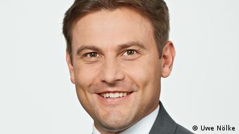 «Υπολογίζουμε ότι στη Γερμανία υπάρχουν μέχρι 22.000 πιλότοι, εξ αυτών οι 1200 απειλούνται άμεσα με ανεργία» λέει ο Σμιτ