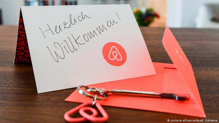 Airbnb (picture-alliance/dpa/J. Kalaene)