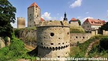 Burggraben und Bastion der Burg Querfurt | Verwendung weltweit, Keine Weitergabe an Wiederverkäufer.