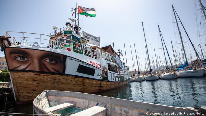 Freedom flotilla bowl in Palermo (print alliance / Pacific Press / A. Melita)