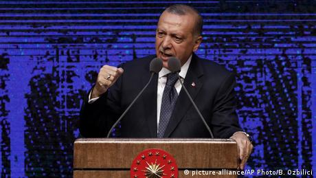 Türkei, Präsident Recep Tayyip Erdogan in Ankara (picture-alliance/AP Photo/B. Ozbilici)