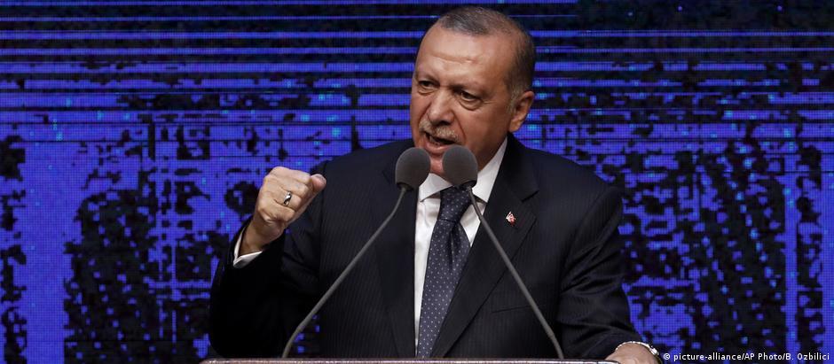 """""""As sanções norte-americanas são uma grande falta de respeito em relação à Turquia"""", disse Erdogan."""