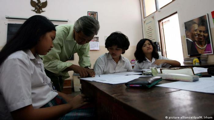 Schülerin in Indonesien