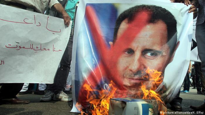 Protesti protiv Bašara al Asada i spaljivanje njegove fotografije