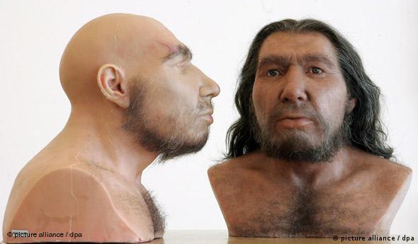 Zwei Neandertaler mit unterschiedlich ausgeprägtem Haarwuchs