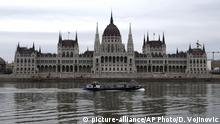 A boat sails on the Danube river in front of Parliament building in Budapest, Hungary, Saturday, April 7, 2018. Hungarians will vote Sunday in parliamentary elections, choosing 199 lawmakers with current Prime Minister Viktor Orban running for a third consecutive term in office. (AP Photo/Darko Vojinovic) |