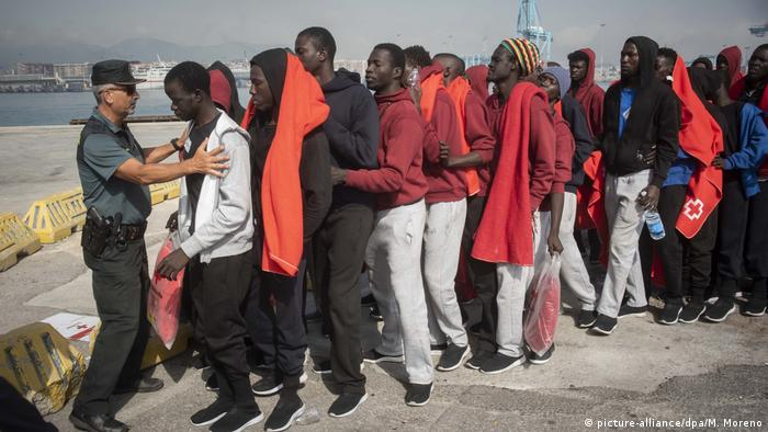Refugees at the Spanish coast (picture-alliance/dpa/M. Moreno)