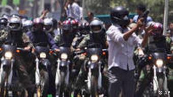 حملات نیروهای ضدشورش و لباس شخصی در روز جمعه ۲۶ تیرماه