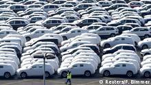 Deutschland | Für Verschiffung vorbereitete Volkswagen im Emdener Hafen