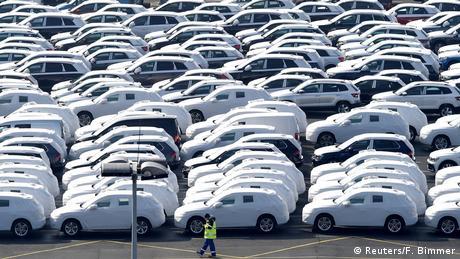 Автомобили концерна Volkswagen в порту Эмдена перед отправкой на экспорт