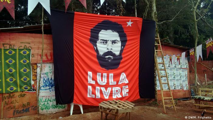 Imagen de pancarta con la cara de Lula Da Silva