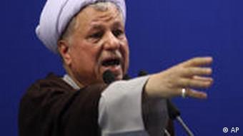 علی اکبر هاشمی رفسنجانی در حین ایراد خطبهی نماز جمعهی تهران (۲۶ تیرماه)
