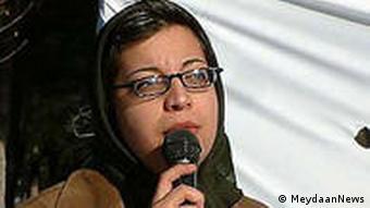 شادی صدر، حقوقدان و فعال جنبش برابریخواهی زنان در حین ورود به محوطهی نماز جمعه توسط لباسشخصیها ربوده شد