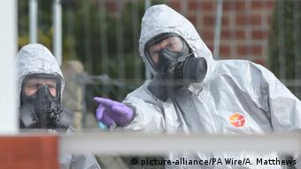 Эксперты у дома Скрипалей во время проведения расследования об отравлении Новичком
