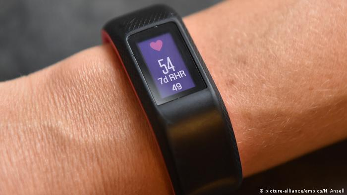 Symbolbild Fitness Trackers (picture-alliance/empics/N. Ansell)