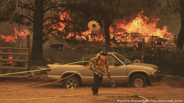Bombeiros luta contra foco de incêndio na Califórnia