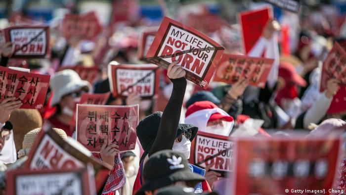 South Koreans protest against sexism and spycam pornography