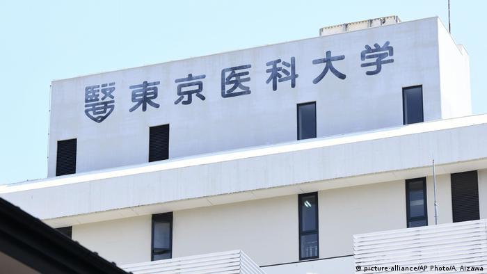 Japan, Tokio: Die Tokyo Medical School hat zugegeben, Frauen zu exludiert zu haben