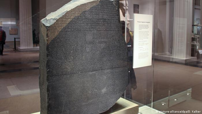 The Rosetta Stone in the British Museum (picture-alliance/dpa/D. Kalker)