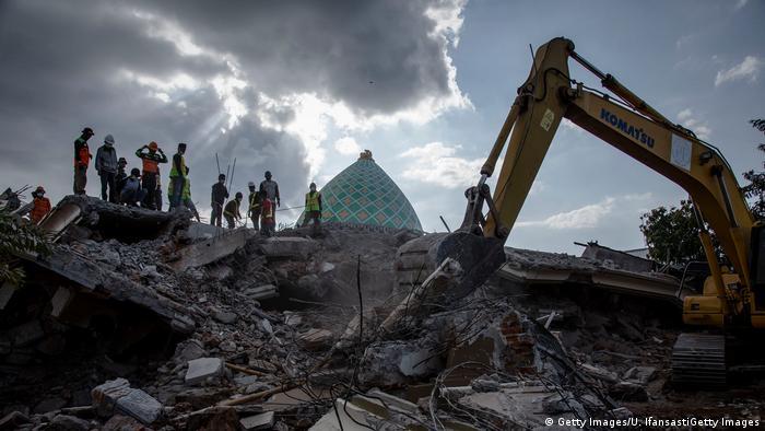 Indonesien | Aufräumarbeiten nach dem Erdbeben auf Lombok (Getty Images/U. IfansastiGetty Images)