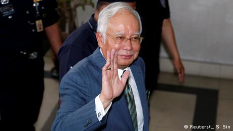 Обвинуваченого в корупції екс-прем'єра Малайзії звільнили під заставу