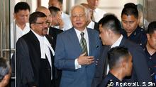 08.08.2018 Malaysia's former prime minister Najib Razak walks out of a courtroom in Kuala Lumpur, Malaysia August 8, 2018. REUTERS/Lai Seng Sin