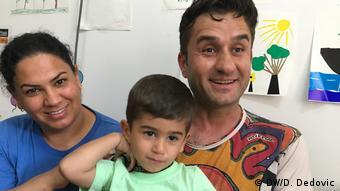 Амира, Сарбас и синът им са кюрди от Ирак