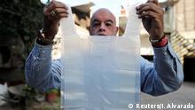 Global Ideas Chile wasserlösliche Plastiktüten (Reuters/I. Alvarado)