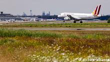 Germanwings-Flugzeug im Landeanflug auf den Flughafen Köln/Bonn. Köln, 16.07.2018 | Verwendung weltweit