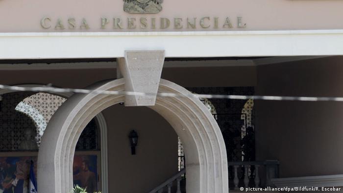 El Despacho Presidencial establece una conexión los orígenes mayas de Honduras, de ahí su forma de letra Q que viene del Altar Q en Copán. El Palacio José Cecilio del Valle es un edificio que comenzó a construirse en 1988 y fue diseñado por Jorge Luciano Durón Bustillo, quien centró la obra en la cultura e historia de Honduras. La edificación resalta las raíces del pueblo Maya.