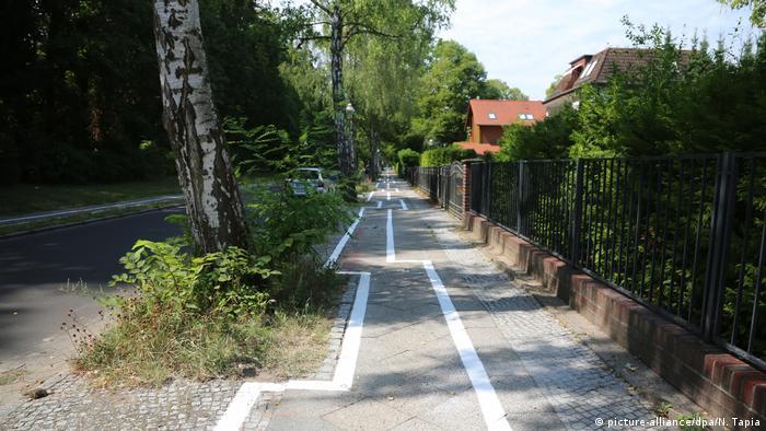 Zig-zag bike path in Berlin Zehlendorf