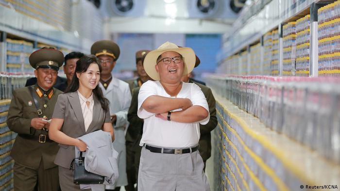 Nord Korea - Kim Jong-Un besucht Fabrik (Reuters/KCNA)