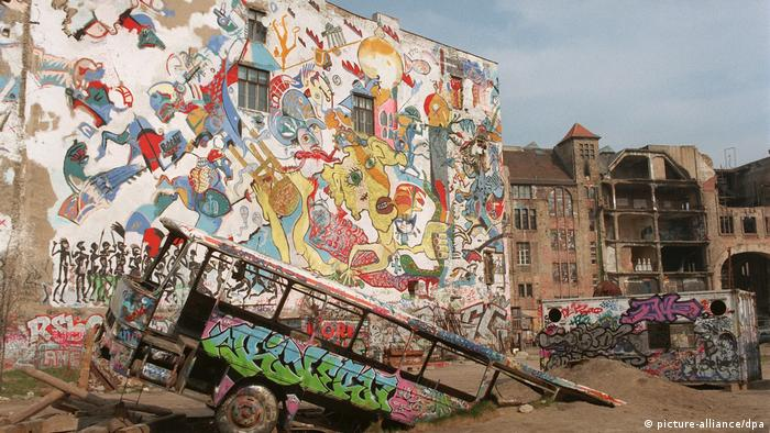 Tacheles before being abandoned (picture-alliance/dpa)