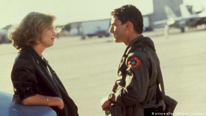 Imagen de la película Top Gun: Ídolos del aire con Kelly McGillis y Tom Cruise.