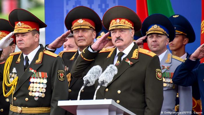 Президент Белоруссии Александр Лукашенко на военном параде, приуроченном к Дню независимости республики (Фото из архива)