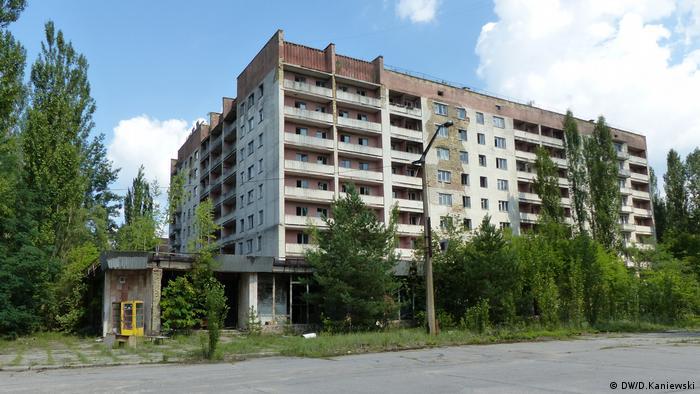 Припять, белый дом на углу проспекта Ленина и улицы Академика Курчатова