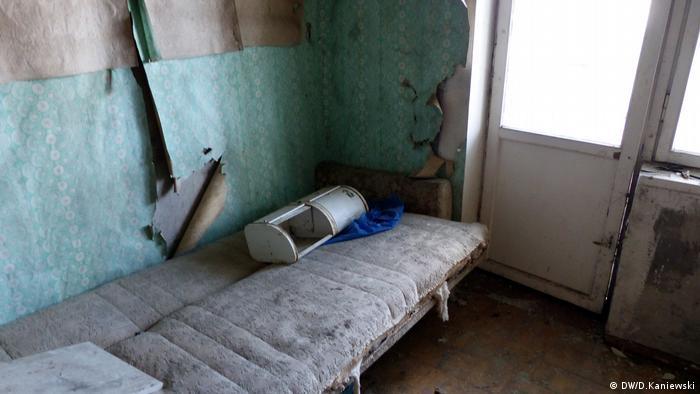 Комната в квартире, разграбленной мародерами