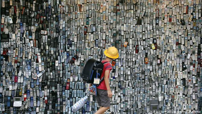 Ausstellung von mehrr als 6.000 Handys älterer Generationen