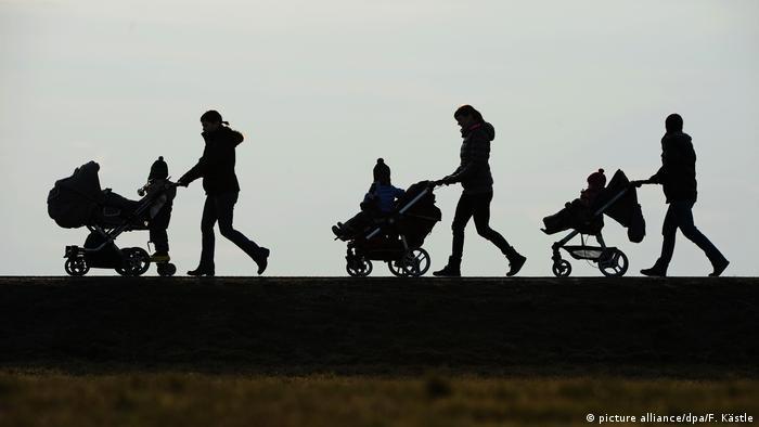 طبق آخرین آمار اعلام شده مربوط به سال ۲۰۲۰ در آلمان ۱۱ میلیون و ۵۵۶ هزار خانواده زندگی میکنند. ۵ میلیون و ۹۲۰ هزار خانواده تک فرزند هستند. ۴ میلیون و ۲۱۳ هزار خانواده دارای دو فرزند و یک میلیون و ۴۲۳ هزار خانواده دیگر دارای ۳ فرزند یا فرزندان بیشتری هستند.