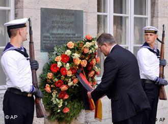 Возложение венка к памятнику участников движения сопротивления