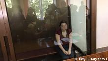 Bilderbeschriftung: Anna Pavlikova im Gerichtssaal. Ihr wird ein Versuch des Machtumsturzes in Russland vorgeworfen Auf ausdrücklichen Wunsch der Russischen Redaktion unverpixelt