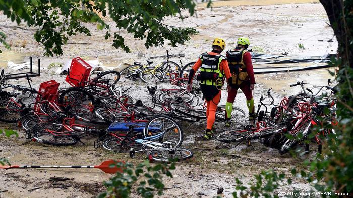 Enxurrada destruiu um camping em Saint-Julien-de-Peyrolas