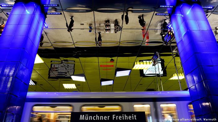 Deutschland München U-Bahn-Station Münchner Freiheit (picture-alliance/dpa/A. Warmuth)
