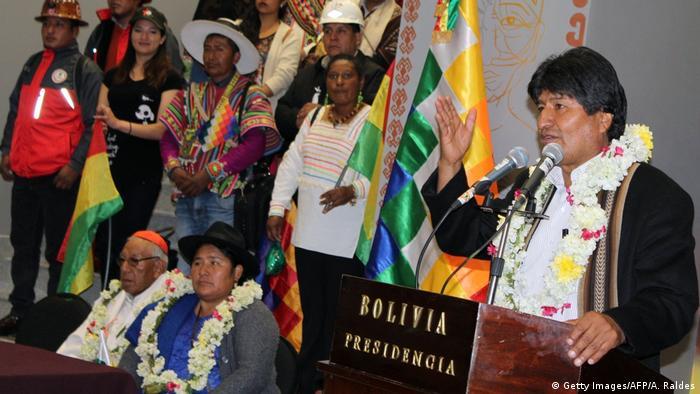 Bolivien Einweihung des neuen Regierungsgebäudes mit Evo Morales (Getty Images/AFP/A. Raldes)