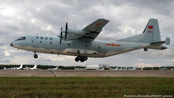 A Shaanxi Y-9 aircraft of the Chinese People's Liberation Army (PLA) (picture-alliance/dpa/TASS/M. Lystseva)
