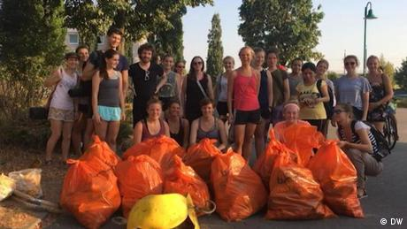 Зібрав сміття - зайнявся йогою: новаторська ідея у боротьбі проти пластику (відео)