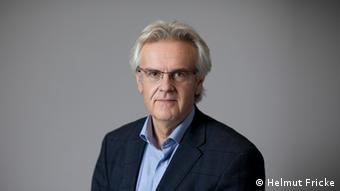 Kommentarbild PROVISORISCH | Rainer Hermann, FAZ & Klett-Cotta (Helmut Fricke)
